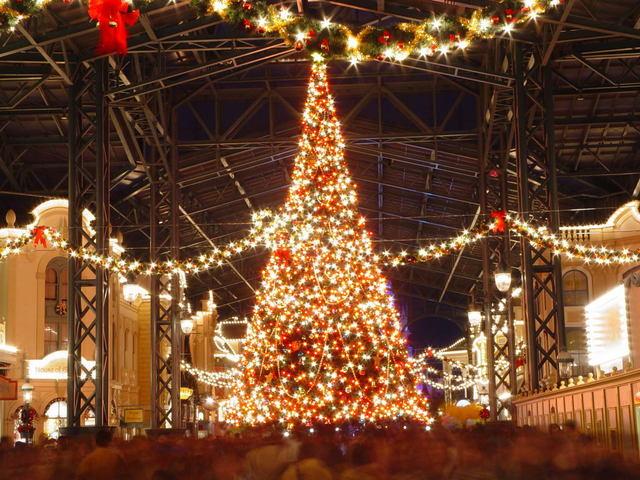 街は徐々にクリスマスムードに…