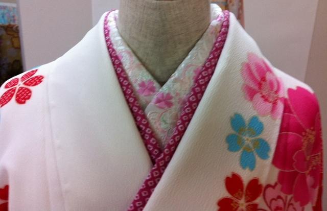 白い着物にはビビットなピンクを♡