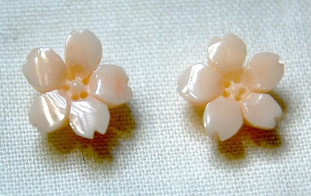 着物に合いそうな桜ピアス